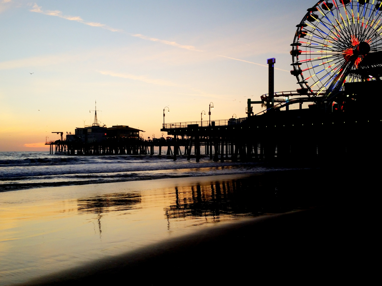 The Pacific ocean and Santa Monica Pier at dusk